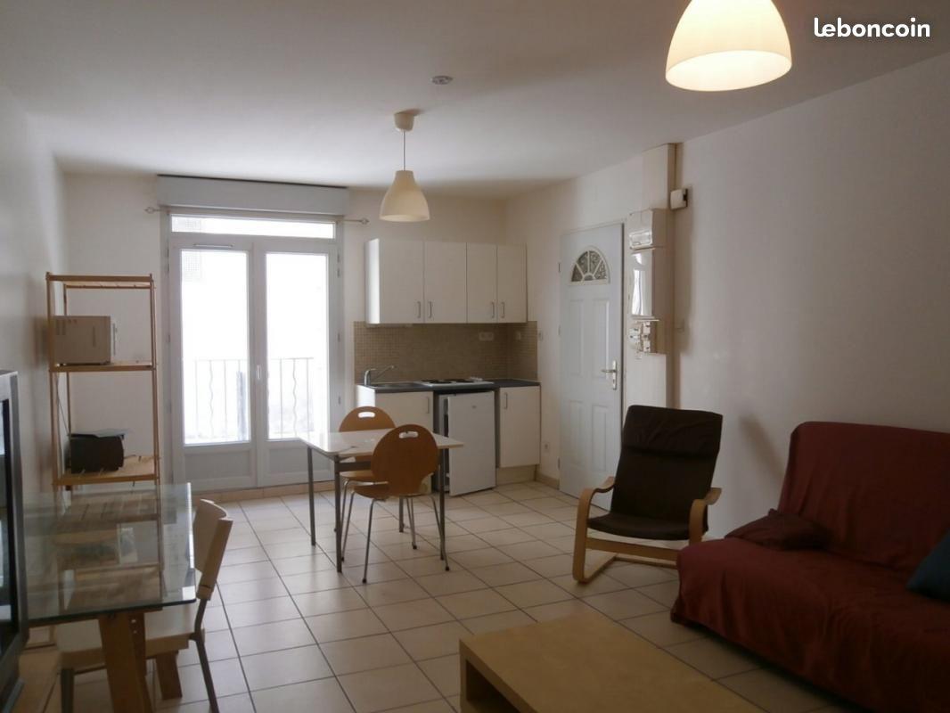 vente nimes immeuble lycee daudet 5 appartements et un garage double carli immobilier. Black Bedroom Furniture Sets. Home Design Ideas