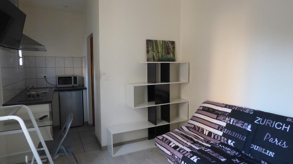 location quartier hoche sernam rue de la biche nimes studio meuble. Black Bedroom Furniture Sets. Home Design Ideas